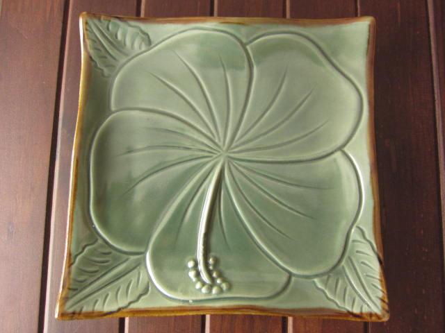 バリ島・タバナン焼き ハイビスカスのスクエアプレート14cm(グリーン)IA025