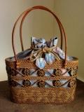 アタバッグ(ナチュラル/透かし・模様入り/ココナッツの飾り/水色地のプリントバティック製内布)AB164