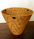 アタ製・ラージサイズの円すい形バスケット(蓋無し・黒モチーフ有り)AT051