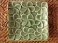 フランジパニのスクエアプレート(モスグリーン、バリ島タバナン焼き)IA006