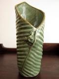 カエルとバナナリーフの花びん(グリーン、バリ島タバナン焼き)IA020