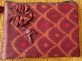 イカット(かすり織り)製 ポーチ(Lサイズ・マチ無し・ダークレッド)IK010