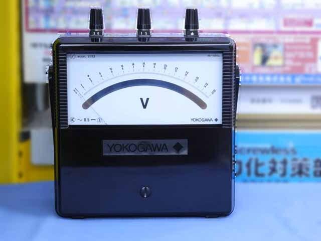 中古(未使用品) 横河計測 交流電圧計 2013-15 (管理番号:B900Z-002)