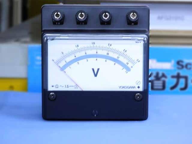 中古(未使用品) 横河計測 交流電圧計 2052-05 (管理番号:B900Z-006)