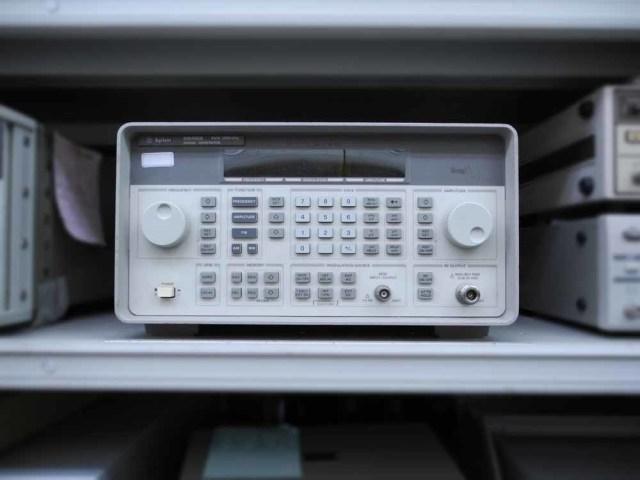 中古 キーサイト(アジレント) 標準信号発生器 8648B (管理番号:UKK-09113)