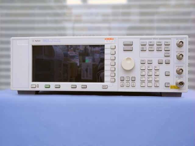 中古 アジレント(キーサイト) アナログRF信号発生器 E4421B (管理番号:UKK-10692)