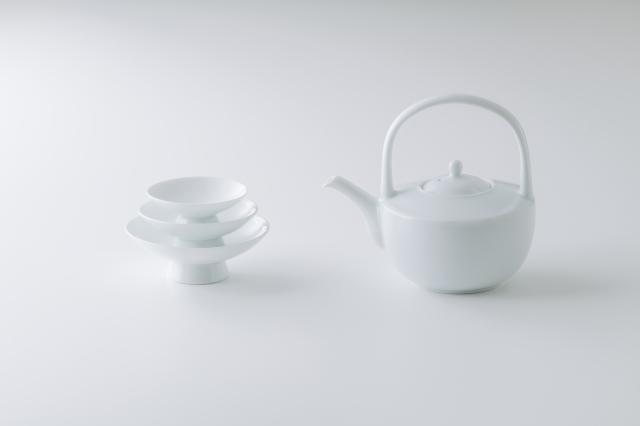 白磁屠蘇器セット(手付き酒器+三つ組盃)