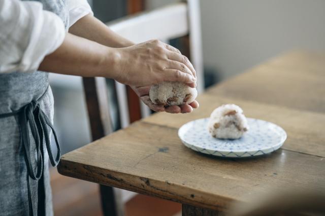 染付網目麻の葉丸皿
