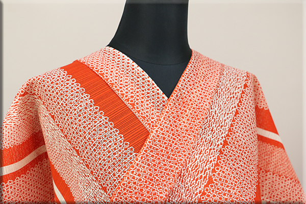 JUNKO KOSHINO浴衣(ゆかた) 綿絽 オーダー仕立て付き 絞り調 赤 祥43 ◆女性にオススメ◆