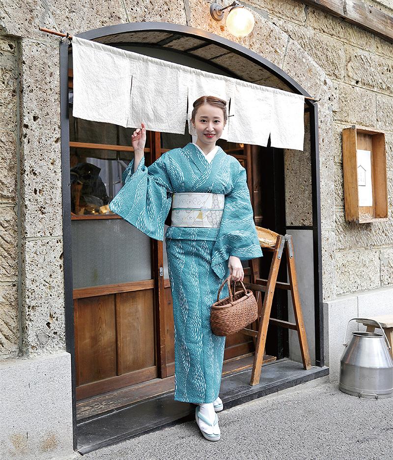 59kimono 魚のトルネード 綿麻きもの オーダー仕立付き 水色 ◆女性にオススメ◆