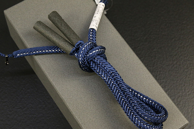 和小物さくら 男性用羽織紐 丸組 正絹 直付けタイプ 組紐 青