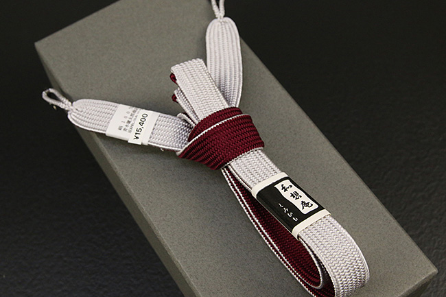 和想庵 男性用羽織紐 平組 正絹 直付けタイプ 組紐 薄灰×赤紫