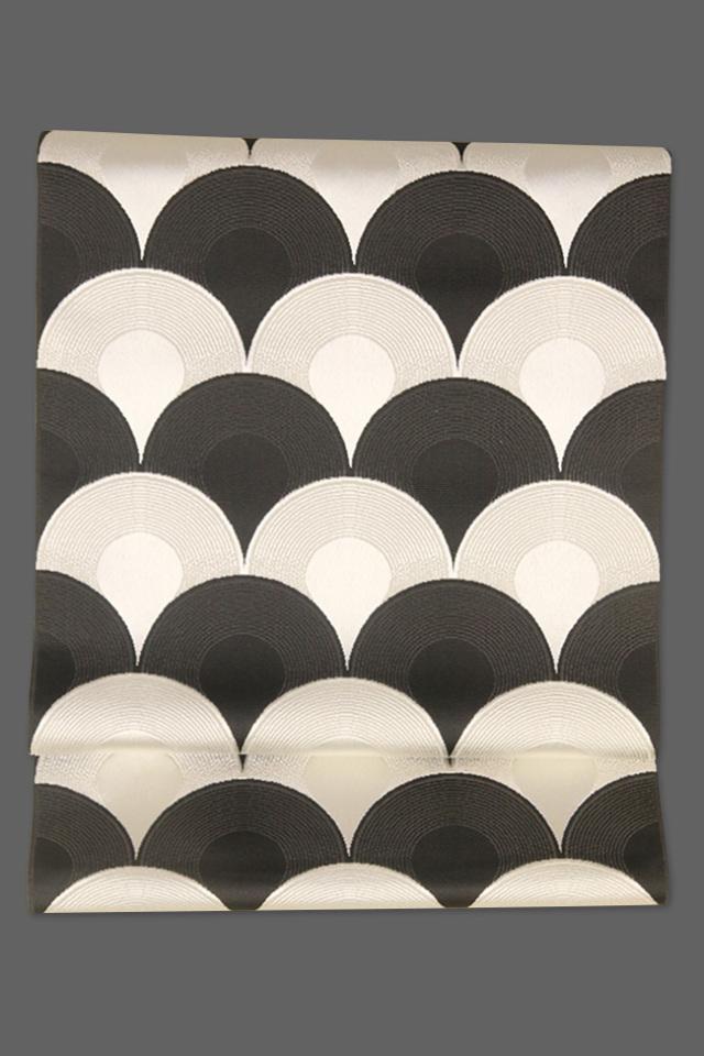 西村織物 博多織 八寸名古屋帯 正絹 鯉鱗 黒×白 仕立付き