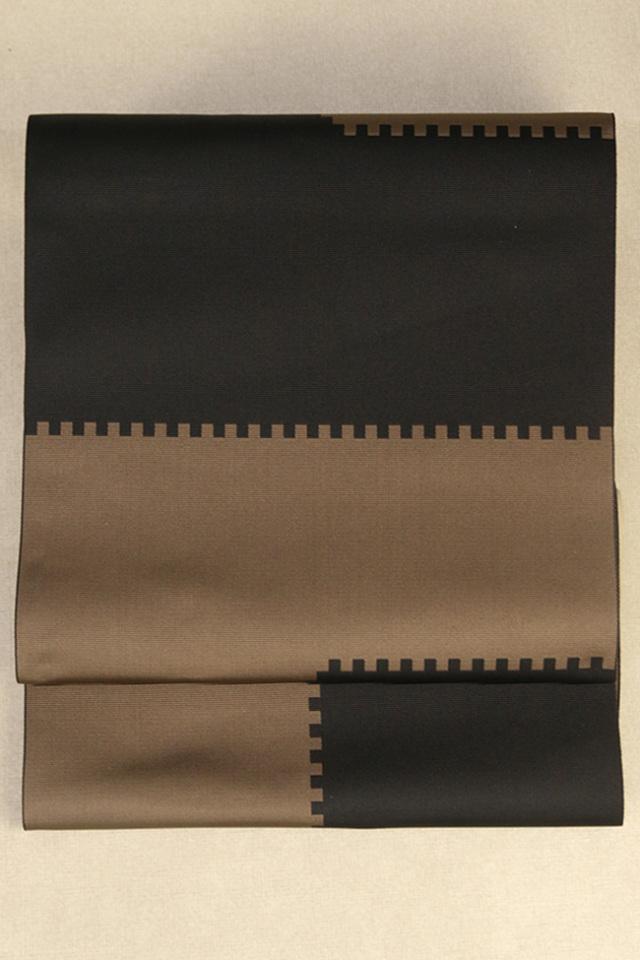 西村織物 博多織 八寸名古屋帯 正絹 お仕立て付き 組木 黒×茶