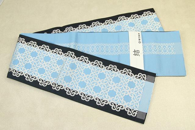 西村織物 結 博多織 正絹半幅帯 かがり仕立付 アラベスク 絹100% 水色×黒