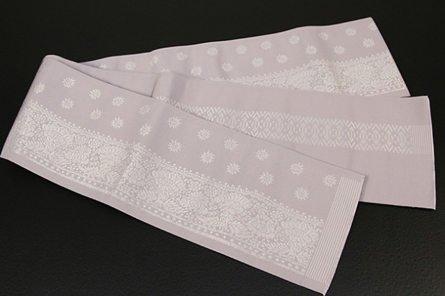 西村織物 結 博多織 正絹半幅帯 かがり仕立付 孔雀文 絹100% 灰紫