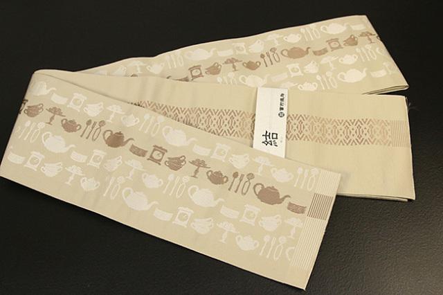 西村織物 結 博多織 正絹半幅帯 かがり仕立付 ティーセット 絹100% ベージュ
