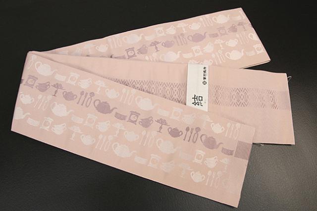 西村織物 結 博多織 正絹半幅帯 かがり仕立付 ティーセット 絹100% ピンク