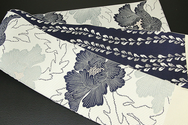 紋小巾袋帯 博多織 正絹半幅帯 かがり仕立付 紺×白 牡丹
