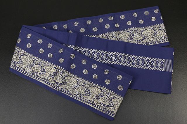 西村織物 結 博多織 正絹半幅帯 かがり仕立付 孔雀文 絹100% 紺