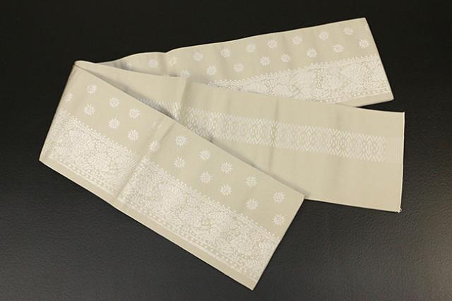 西村織物 結 博多織 正絹半幅帯 かがり仕立付 孔雀文 絹100% ベージュ×白