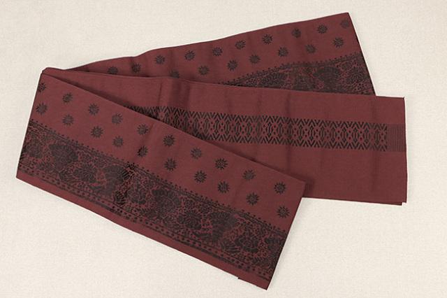 西村織物 結 博多織 正絹半幅帯 かがり仕立付 孔雀文 絹100% 赤×黒