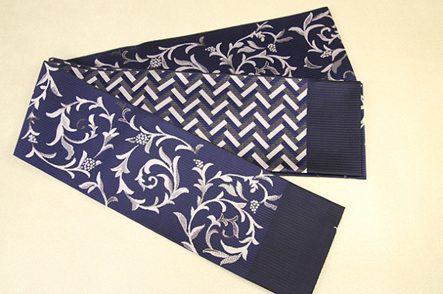 紋小巾袋帯 博多織 正絹半幅帯 かがり仕立付 紺×白 唐草