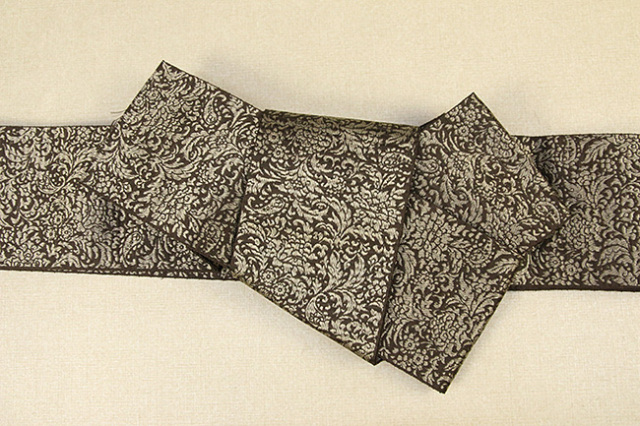 博多織 西村織物 角帯 正絹 道轍 織更紗 唐花文 茶