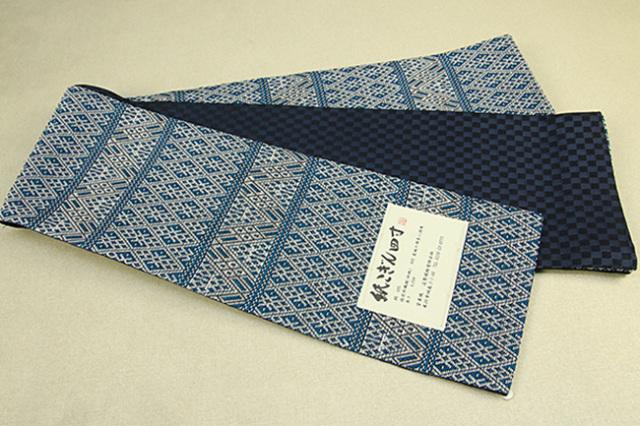 近賢織物 半幅帯 紙こぎん四寸 菱づくし リバーシブル 青緑×白