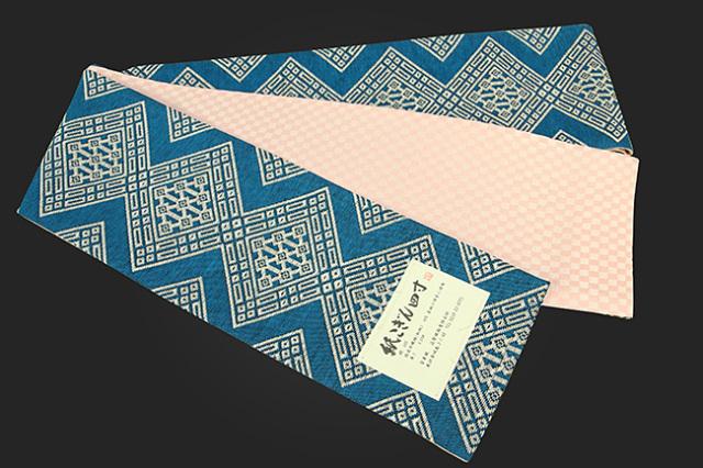近賢織物 半幅帯 紙こぎん四寸 ひし形 リバーシブル 水色×白 市松ピンク