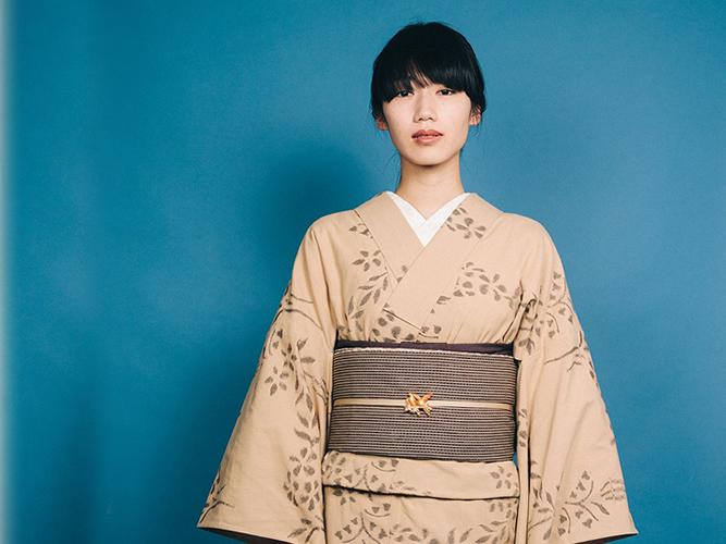 【久留米絣】 現代的な色柄、昔ながらの伝統ー花々の戯れ(綿100%・反/誂)