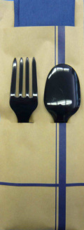 カトラリーセットSFC-1502。使い捨てスプーンとフォーク+カラー2プライナプキンのセットです。
