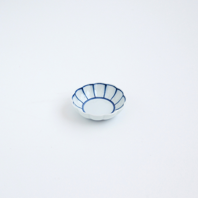 染付縁取り線 菊割豆皿