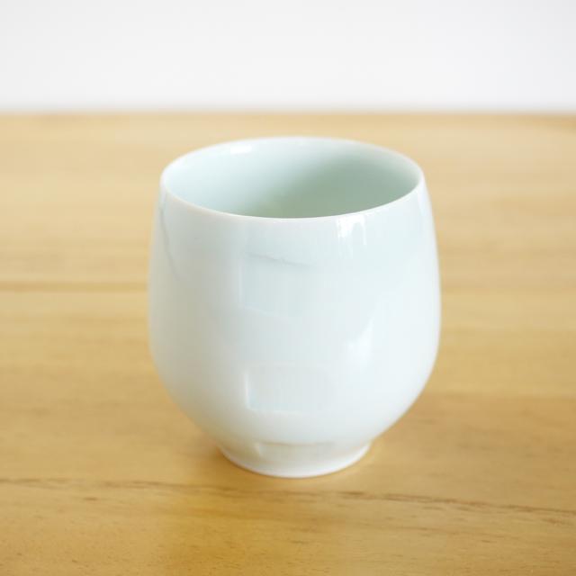 【和食器通販 金照堂】 波佐見焼 敏彩窯 青白磁ロックカップ(角彫)