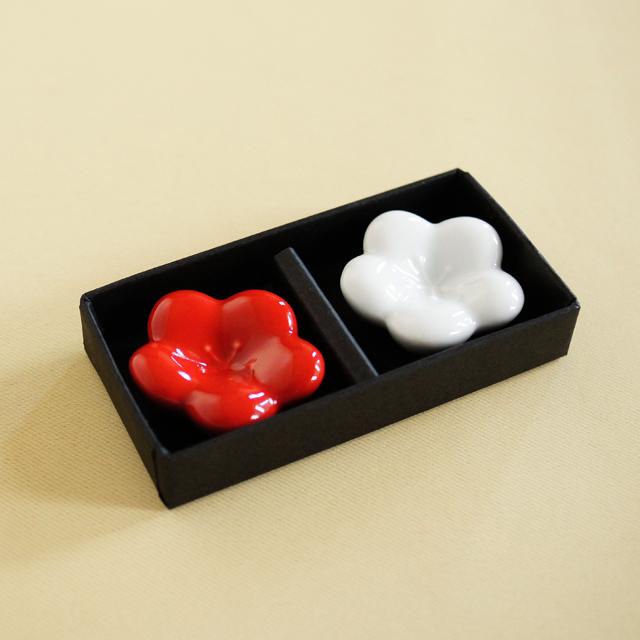 【和食器通販 金照堂】 お祝いや贈り物にも! 紅白梅 箸置(化粧箱付)