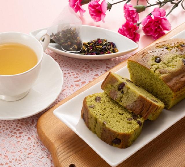 金澤の抹茶小豆ケーキと宇治茶アールグレイ