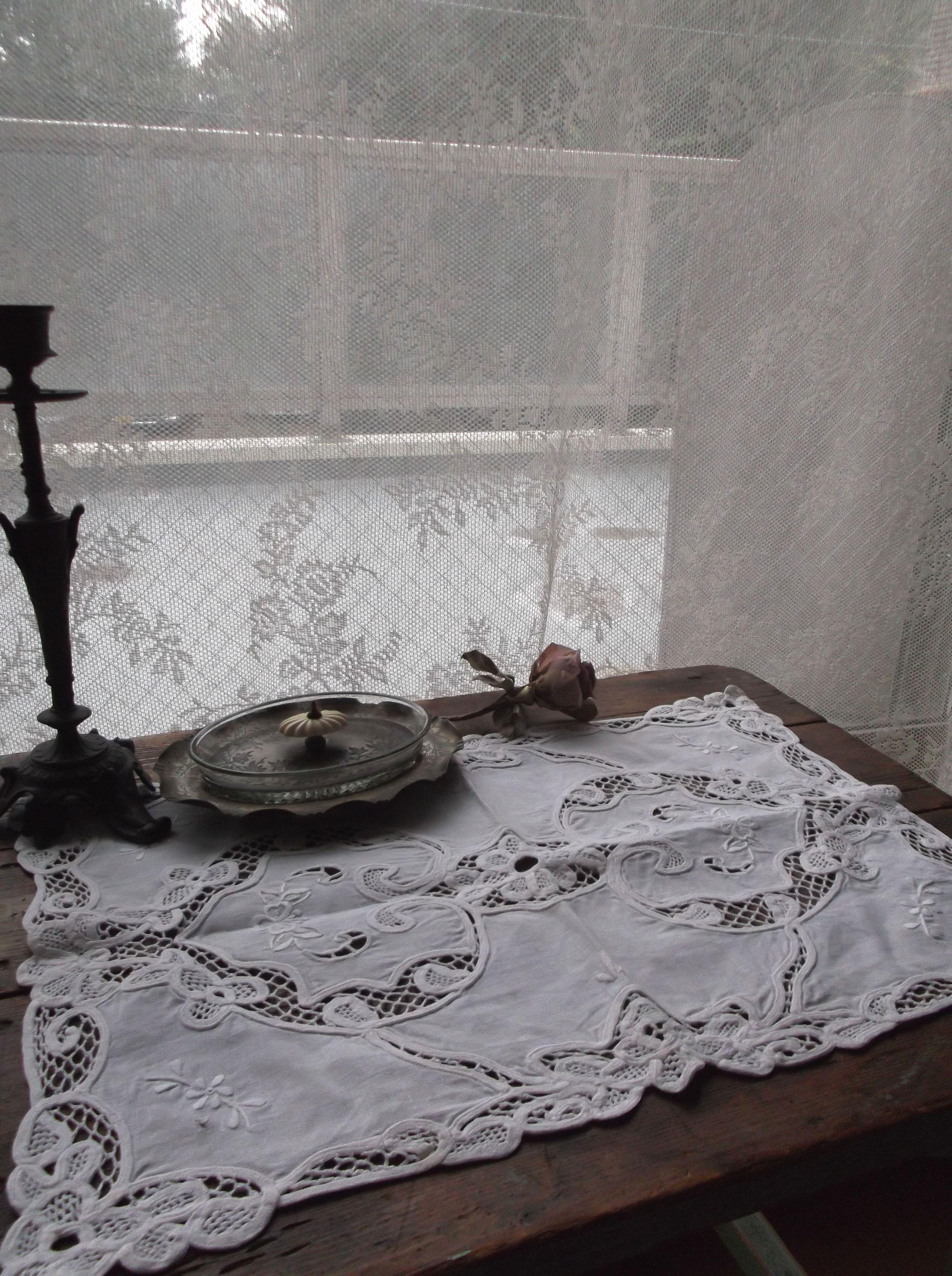 フランスアンティーク お花の刺繍&レースリネンテーブルマットB