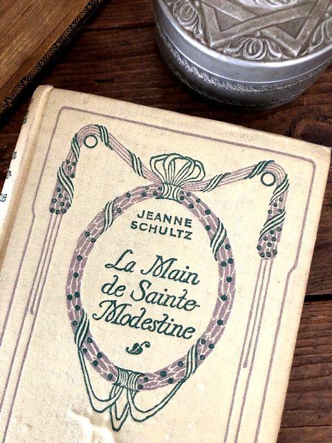 フランスアンティーク Nの本 Nelson  LA Main  de Sainte-Modestine