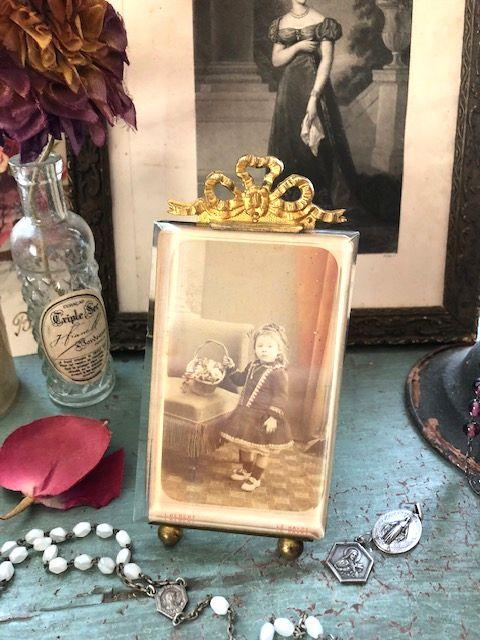 フランスアンティーク ブラス&ガラスのフォトスタンド リボン