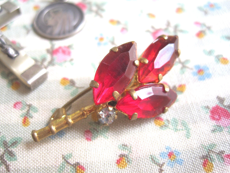 フランスアンティーク 赤いお花のブローチ