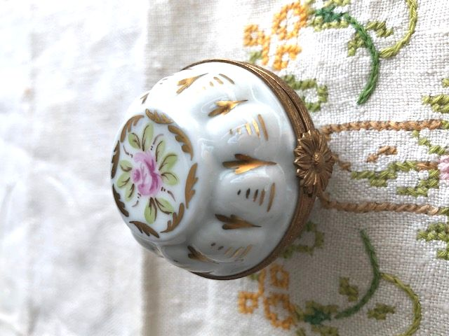 フランスアンティーク リモージュの小さなお花の小物入れ 手描き