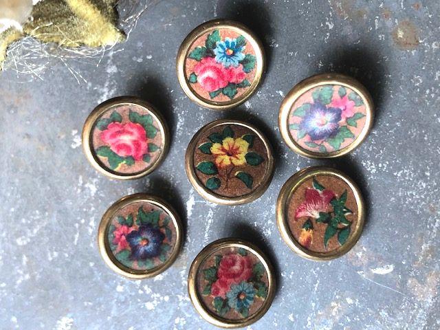 フランスアンティーク お花柄のボタン7pセット Φ1,2cm