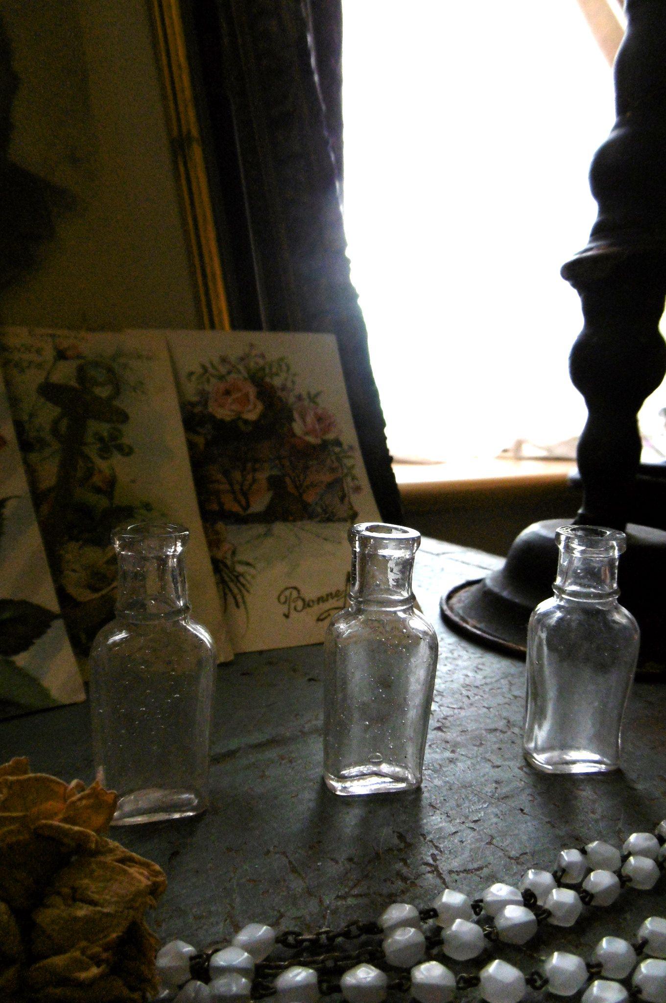 フランスアンティーク 小さなガラスボトル3pセット