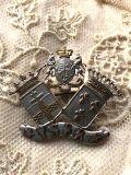 フランスアンティーク 王家の紋章ブローチ