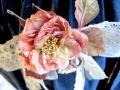 阿藤雅恵の布花コサージュ グレイッシュピンク バラ