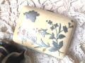 フランスアンティーク アイボリーピルケース 花柄