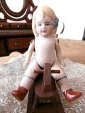 ジャーマンアンティーク ビスクドール青いリボンの小さな女の子