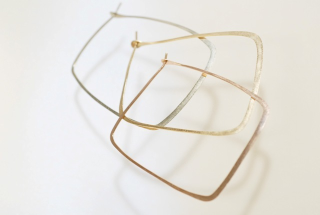 Melissa Joy Manning 「Square Hoops」 ゴールドピアス L (W35×H44mm)
