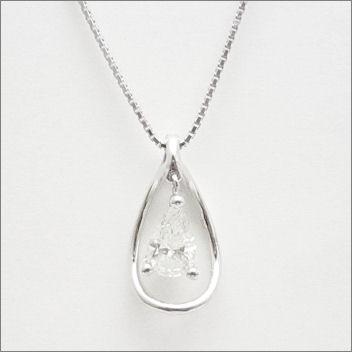 【即日発送可!贅沢にペアシェイプカットの一粒ダイヤを使用♪】 K18ホワイトゴールド ダイヤモンド ペンダント PNWG051SCC