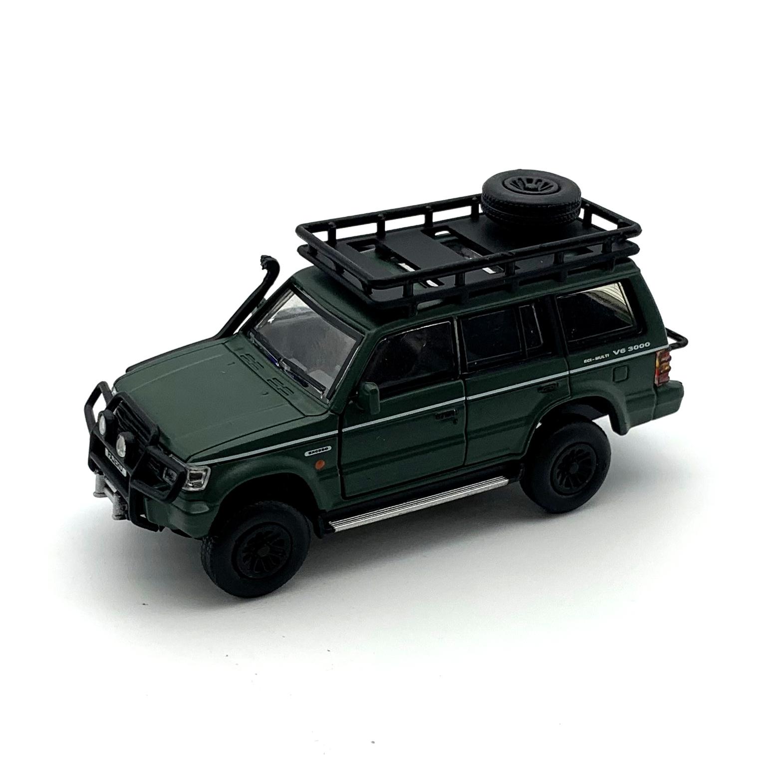 BM CREATIONS 三菱 パジェロ 2nd Generation マットグリーン Jungle pack  LHD